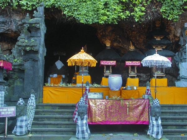 goa-lawah temple