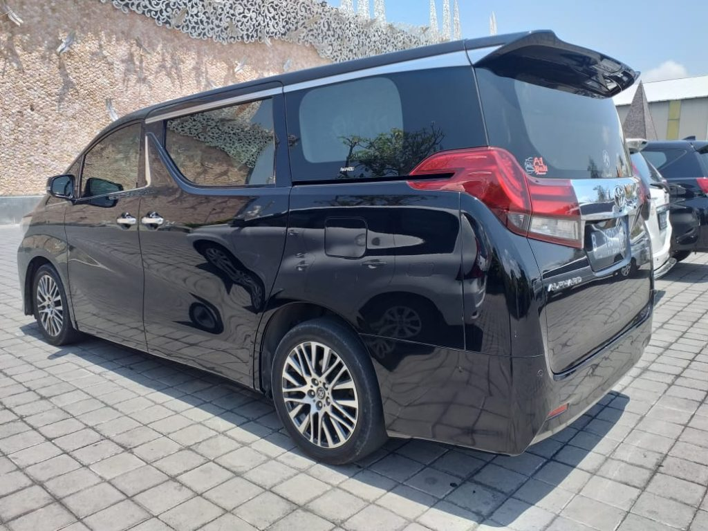 Rent a Toyota Alphard Transformer in Bali